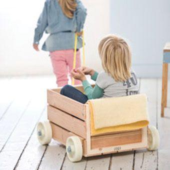 une voiture avec une caisse en bois wood toy diy enfant bricolage enfant et id e d co. Black Bedroom Furniture Sets. Home Design Ideas