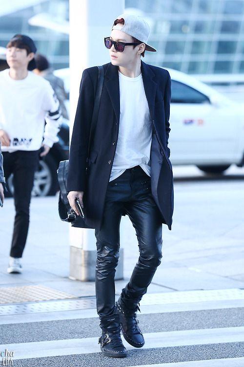 Min Yoongi walk like you aint lonely