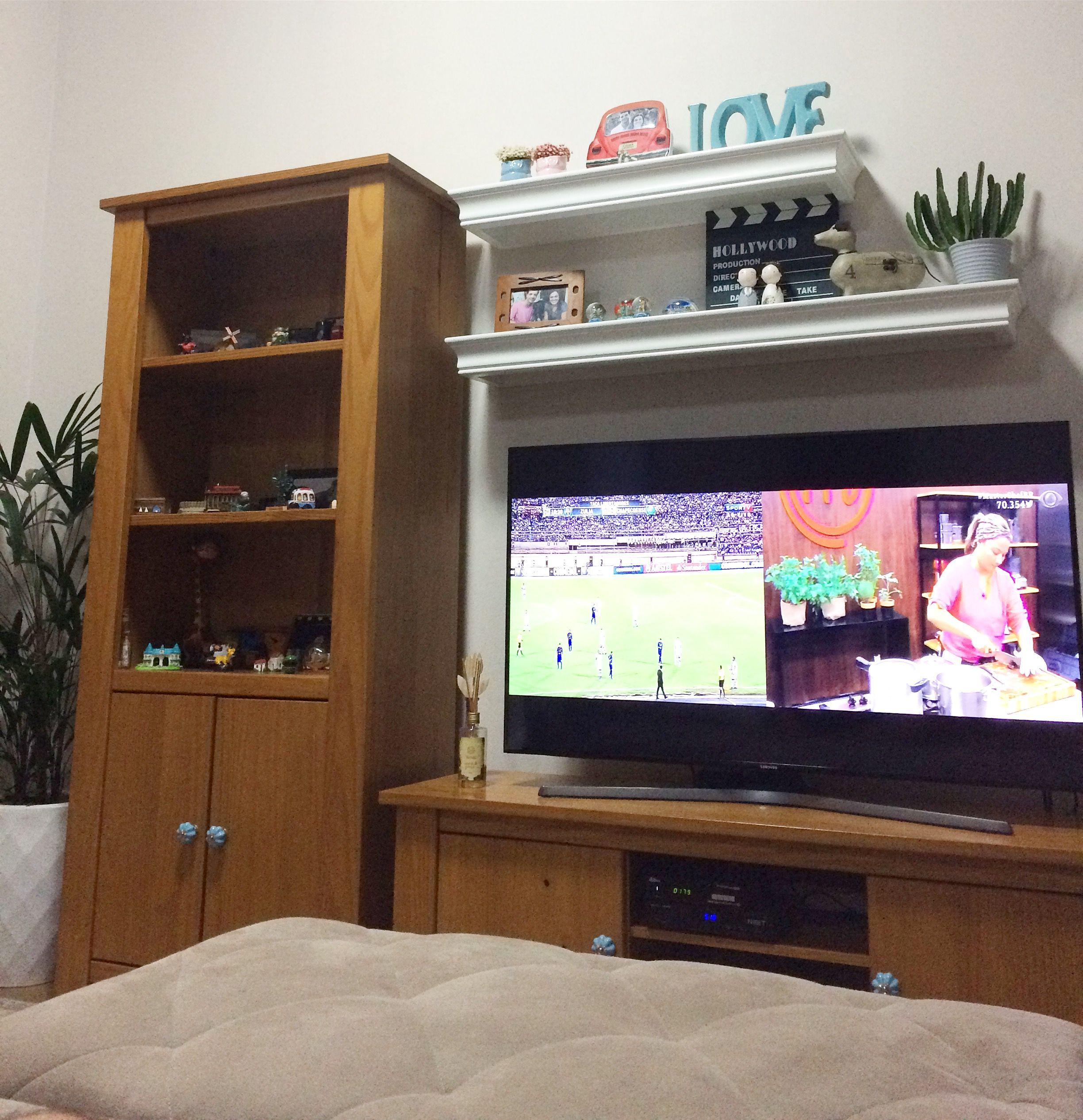 #sala #rack #tv #estante #prateleiras #madeira #decoracao #decor #livingroom