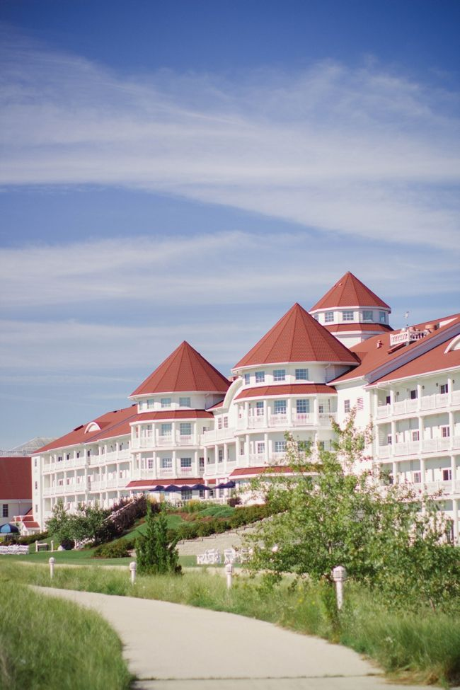 Welcome to our lakeside Sheboygan hotel, resort and conference center. Nestled on the western shore of the always-majestic Lake Michigan, our picturesque and stately home-away-from-home presents a stunning view all unto itself.