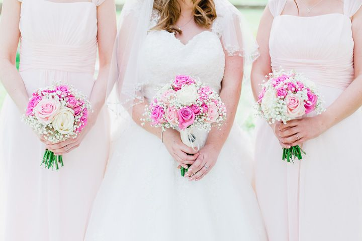 Soft pink and white wedding bouquets | fabmood.com #bouquet #weddingbouquets #pinkbouquets