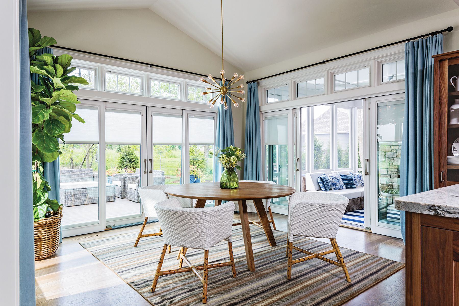 11 Stylish Window Treatments For Sliding Doors Glass Door Curtains Sliding Door Window Treatments Sliding Door Window Coverings