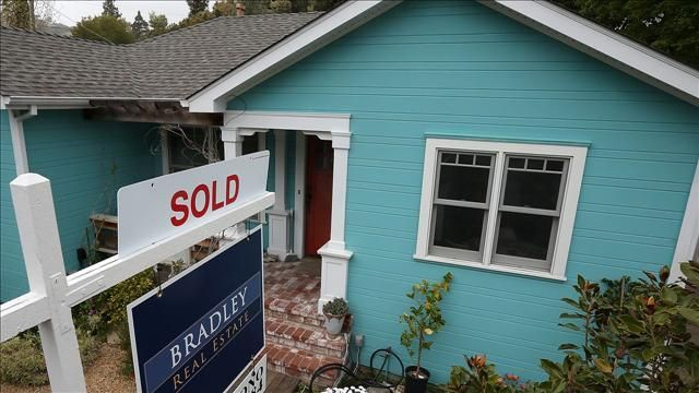 VIDEO: Nearly Half of All U.S. Homes Are Purchased in Cash - http://ontopofthenews.net/2013/08/29/lifestyle/video-nearly-half-of-all-u-s-homes-are-purchased-in-cash/