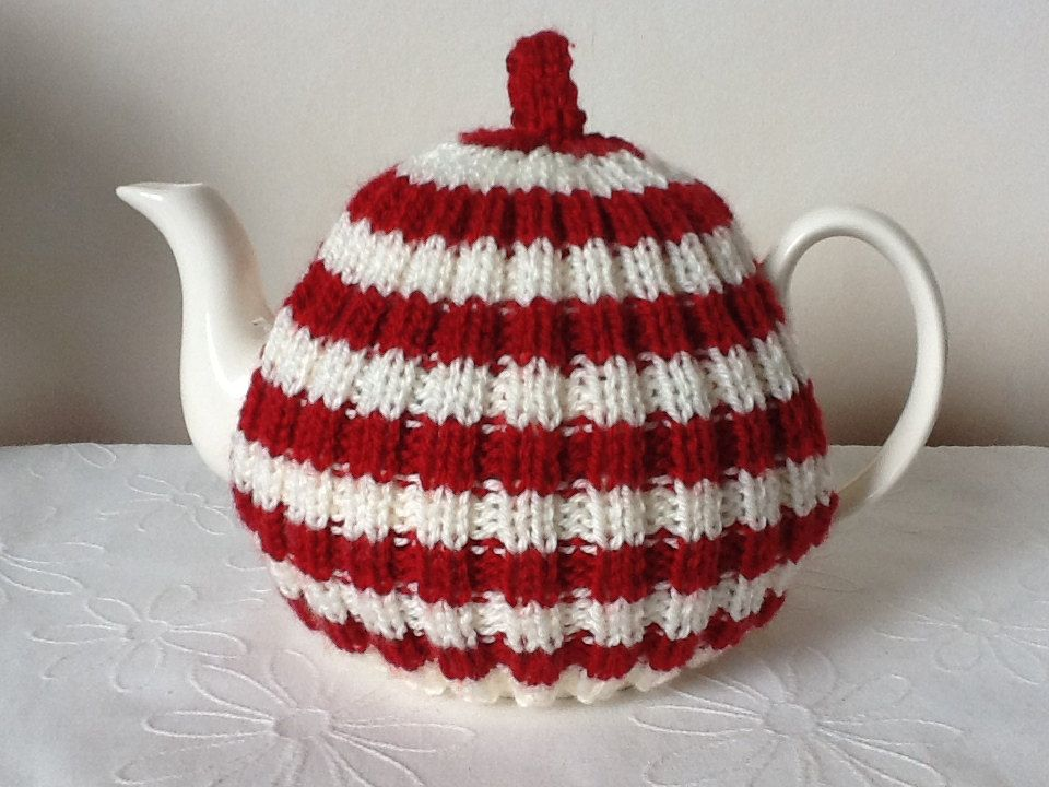 Traditional English Tea Cozy - 4 cup pot - red and cream
