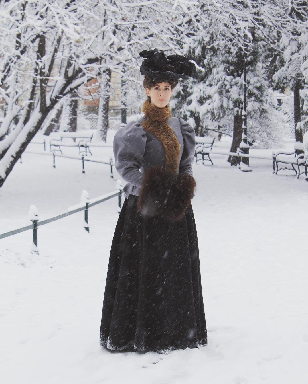 "Polubienia: 1,099, komentarze: 24 – Karolina Żebrowska (@eleonoraamalia) na Instagramie: ""where's the snow at? 😫#tbt to #2015 and our impromptu photo shoot before the Scottish Ball…"""