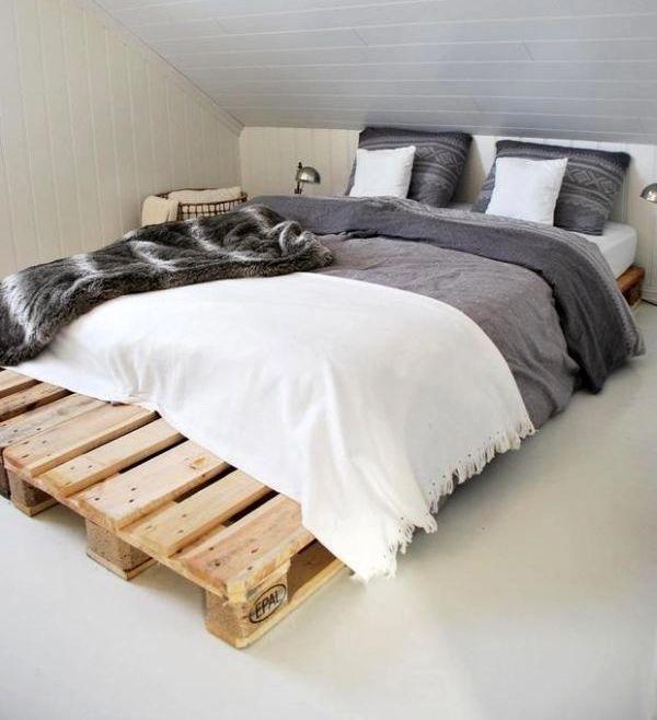 Diy Bett Als Doppelbett Aus Paletten Fur Kleine Schlafzimmer Mit