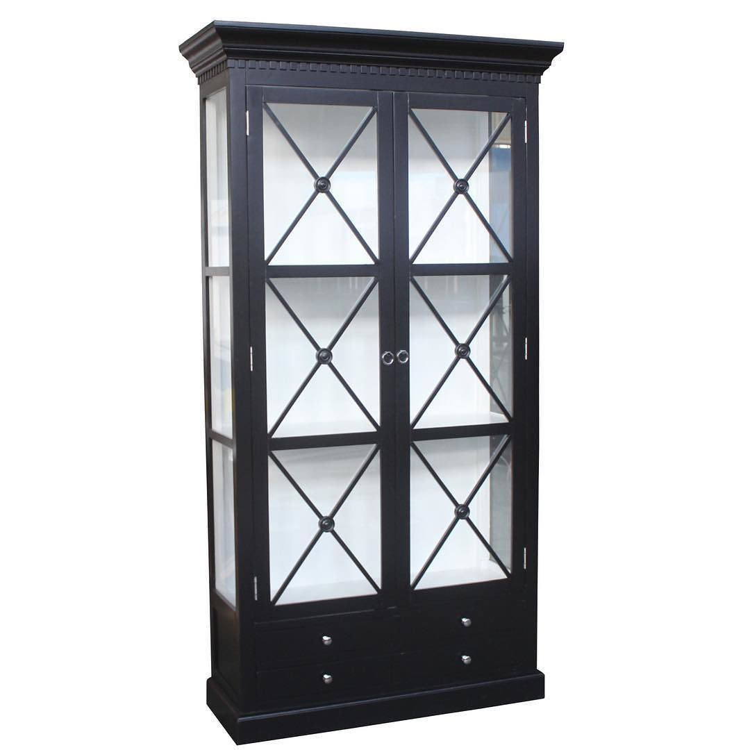 Tilbud på Bordeaux Cross Cabinet 120 cm (Sort utvendig/Hvit inni)  #classicliving #spisestuestol  Finnes i flere farger Pris: 8900kr