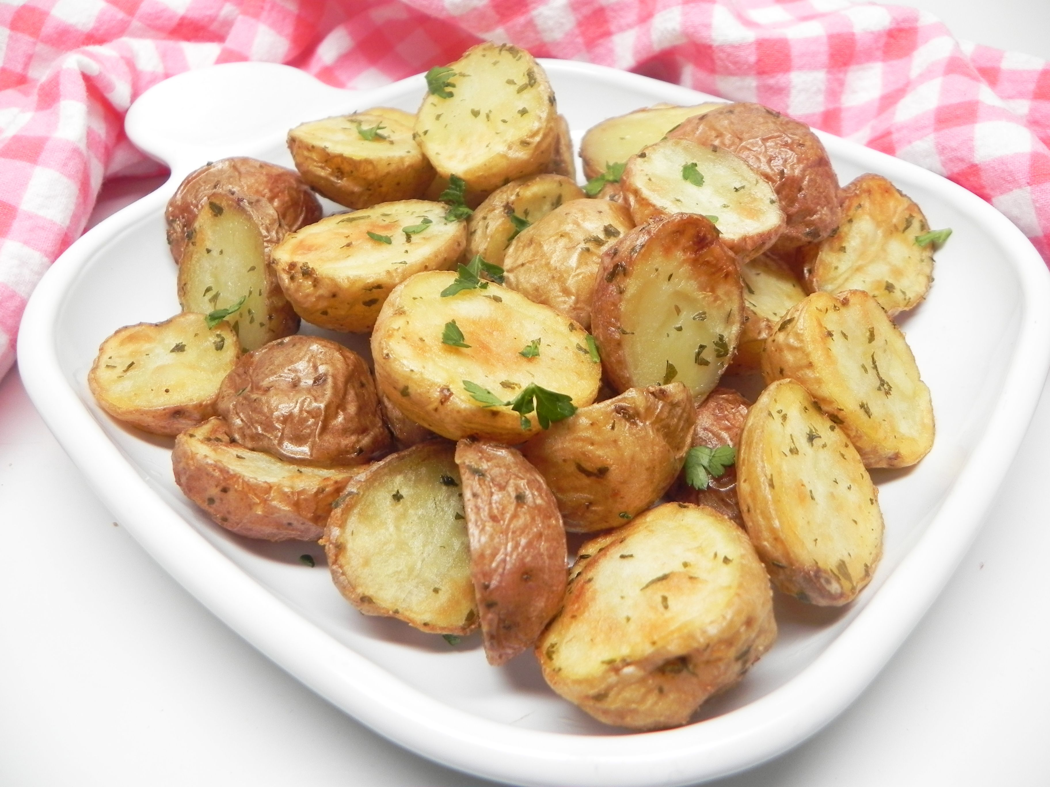 Air Fryer Garlic And Parsley Baby Potatoes Recipe Baby Potatoes Baby Potato Recipes Potatoes