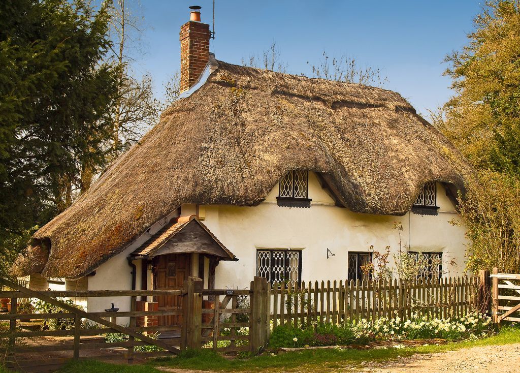 Thatched cottage at Fullerton in Hampshire | Flickr - Photo Sharing!