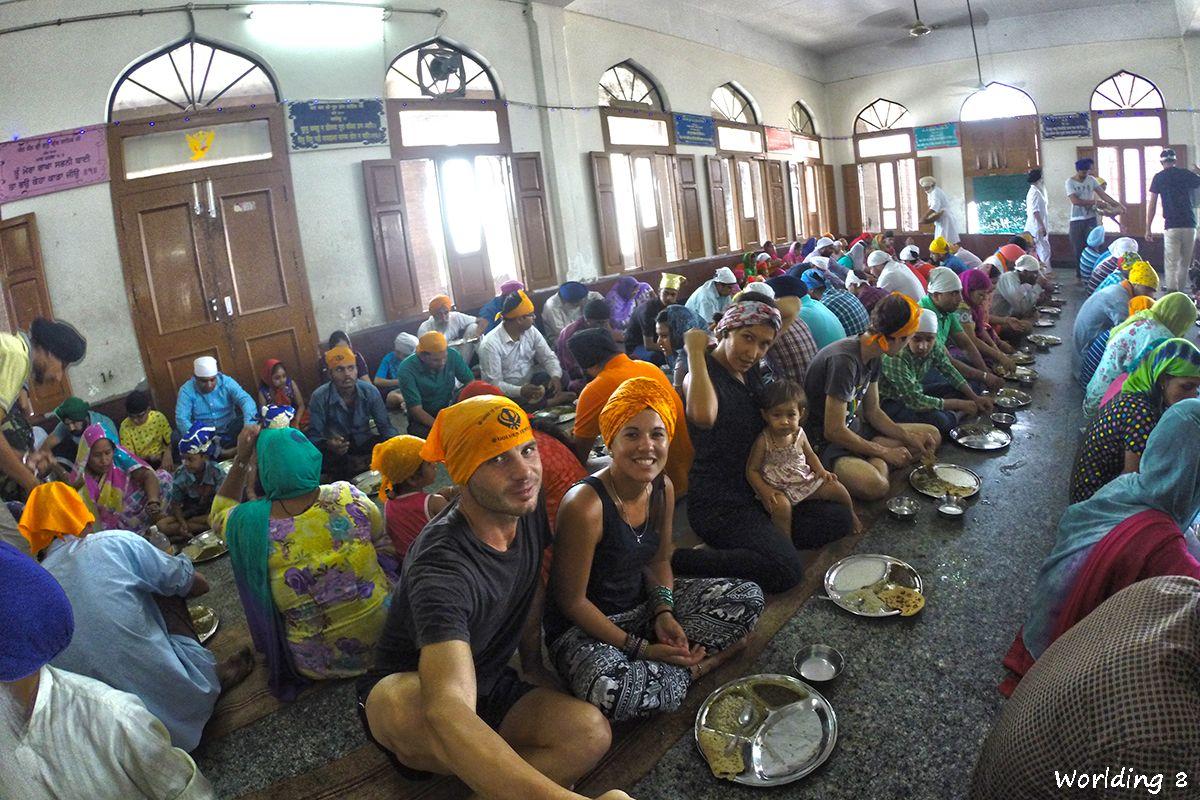 Conviviendo Con Los Sij En El Golden Temple Worlding The World Golden Temple Amritsar Comedor Comunitario