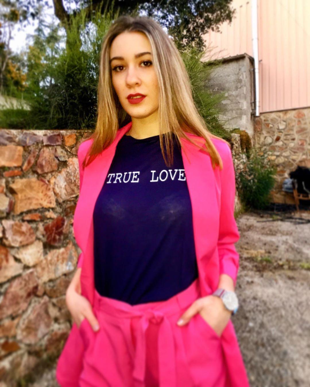 🚺 lovely look 🚺  www.shaulashop.com 💓 TRUE LOVE: EL AMOR VERDADERO NACE DE LOS TIEMPOS DIFÍCILES 💓 . . . . #amorporlamoda #tendencia #fashion #moda #outfits #mujeresempoderadas #dress #gril #shaulacollection #personalshopper #shaulastyle #fashion #enviosatodoelpais #modaactual #shaulagirls #moderna #truelove #store #spring #t