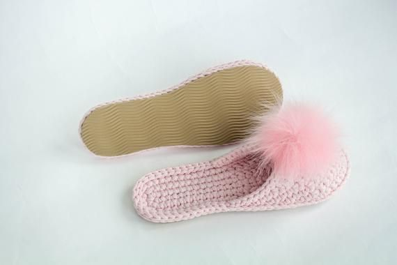 0639484112e48 Pink Wedding knit slippers - Cotton crochet slippers - Fur pompon ...