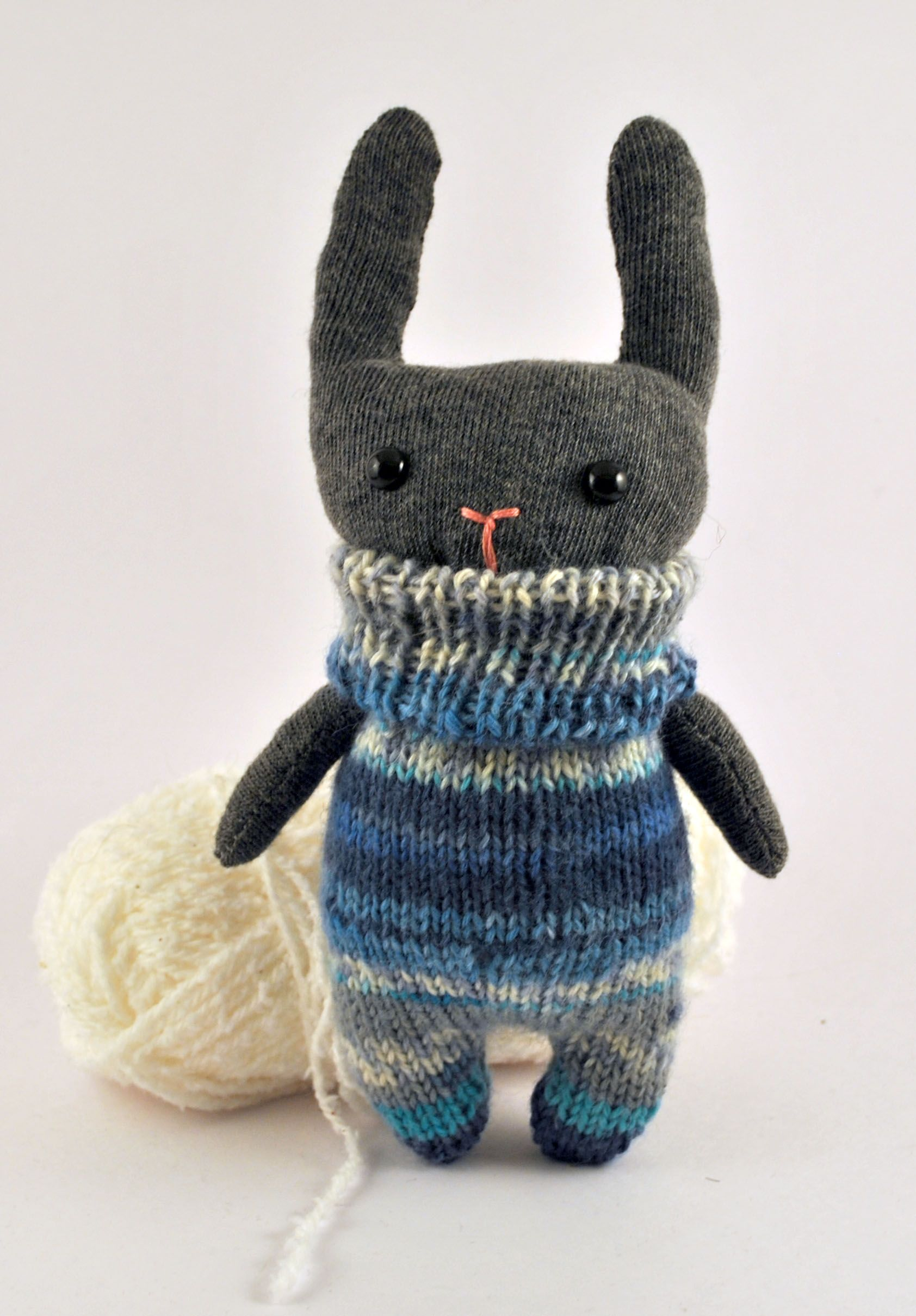 my first knitted bunny!     http://starsbythedoorstitching.files.wordpress.com/2013/01/bunny-41.jpg