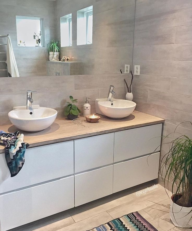Photo of Mooie moderne badkamer inspiratie met houtlook tegels op de wand en op de vloer