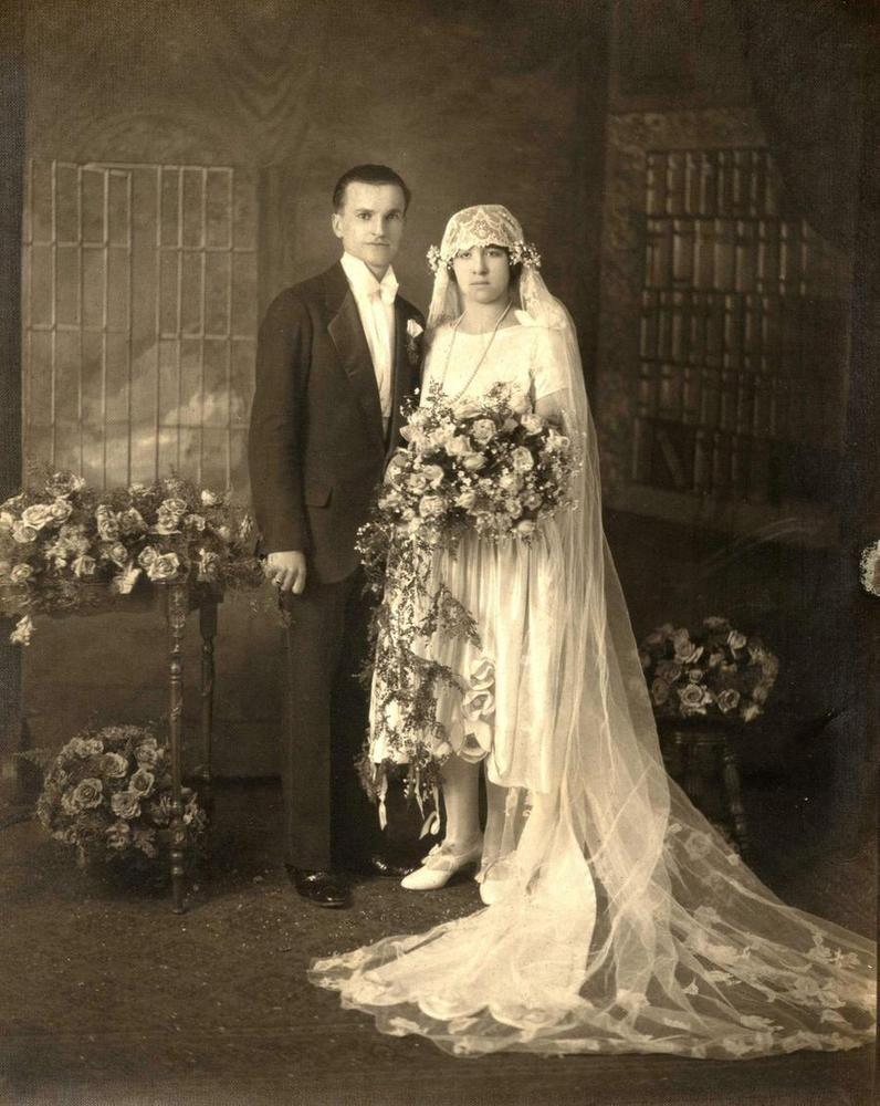 1920s Vintage Wedding Photo Beautiful Bride Groom Wedding Gowns Vintage Vintage Wedding Photos Vintage Wedding Photography