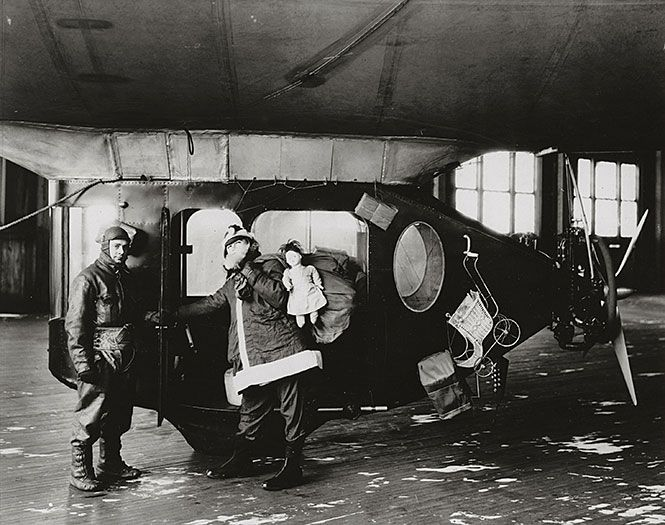 """""""Santa Claus Express"""" Goodyear Airship, 1925 via @Evelyn Spencer Air and Space Museum Smithsonian"""