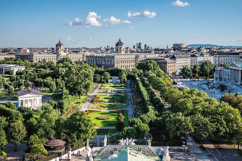 12 Fotografias Y Dos Celebraciones Que Te Animaran Este Ano A Viajar A Viena Viajar A Viena Ciudades De Europa Viajes