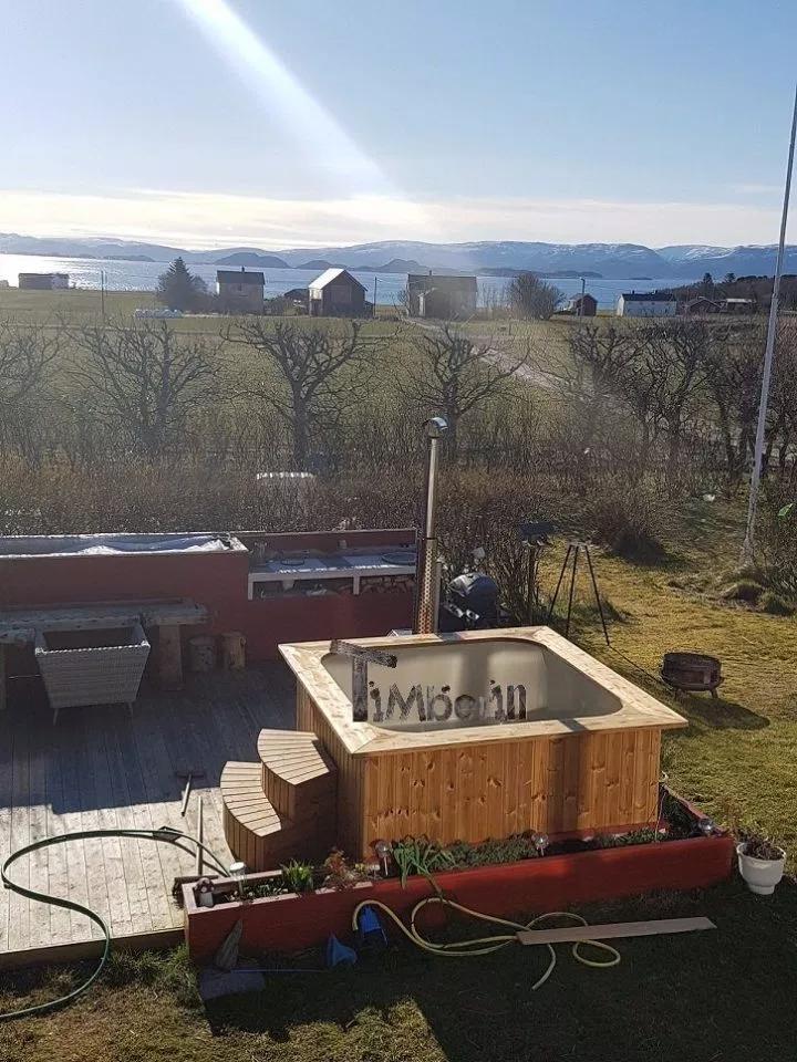 Photo of Badestamp i plast firkantet boblebad, Sissel, Storfosna, Norge –