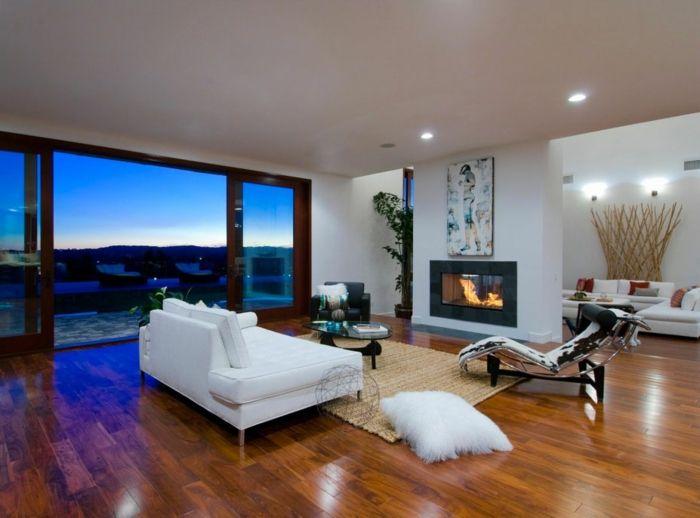 Weißes Sofa Und Kamin Und Einem Luxus Wohnzimmer