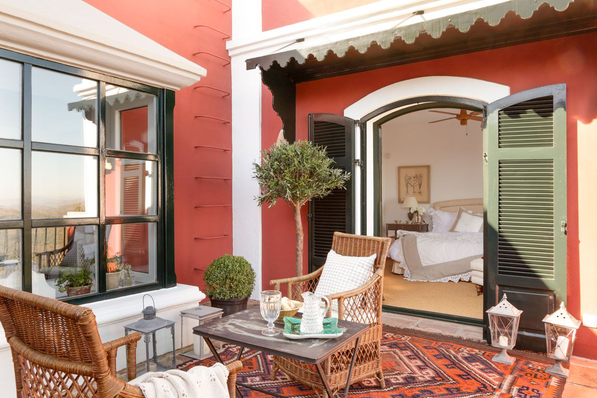 Un Patio Típico Andaluz Terrazas Casas Y Patios