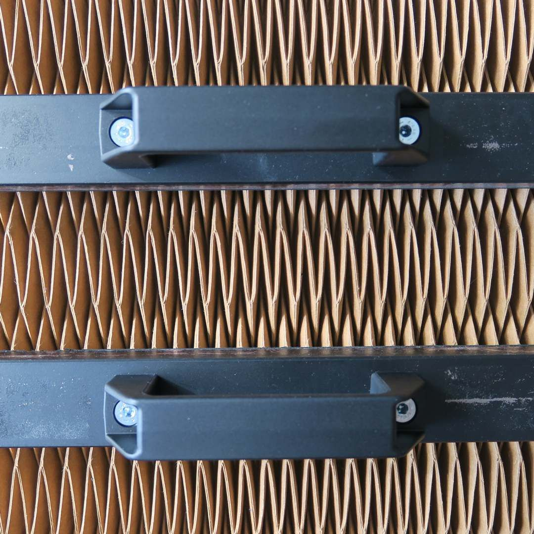Fighting with some folded panels these two weights are called these two weights are called the third handand are extremely helpful when dealing with stubborn folds origami veganleather paper pleats jeuxipadfo Image collections