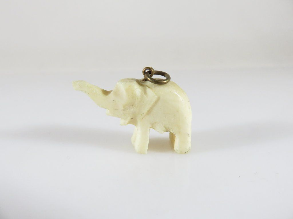 Antique Carved Bone Asian Elephant Pendant Extended Trunk Hand Carved 1 X 5 8 En 2020 Disenos De Unas Y Porcelana