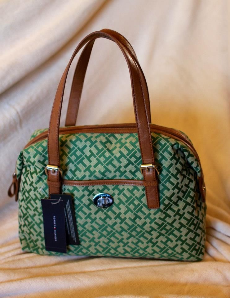 247eb827815 TOMMY HILFIGER BAG awaits YOU!!! GRAB IT NOW!!! ORIGINAL!! FRESH FROM U.S..  CODE: YFC-B00008 ITEM:Tommy Hilfiger COLOR: GREEN SIZE: 13