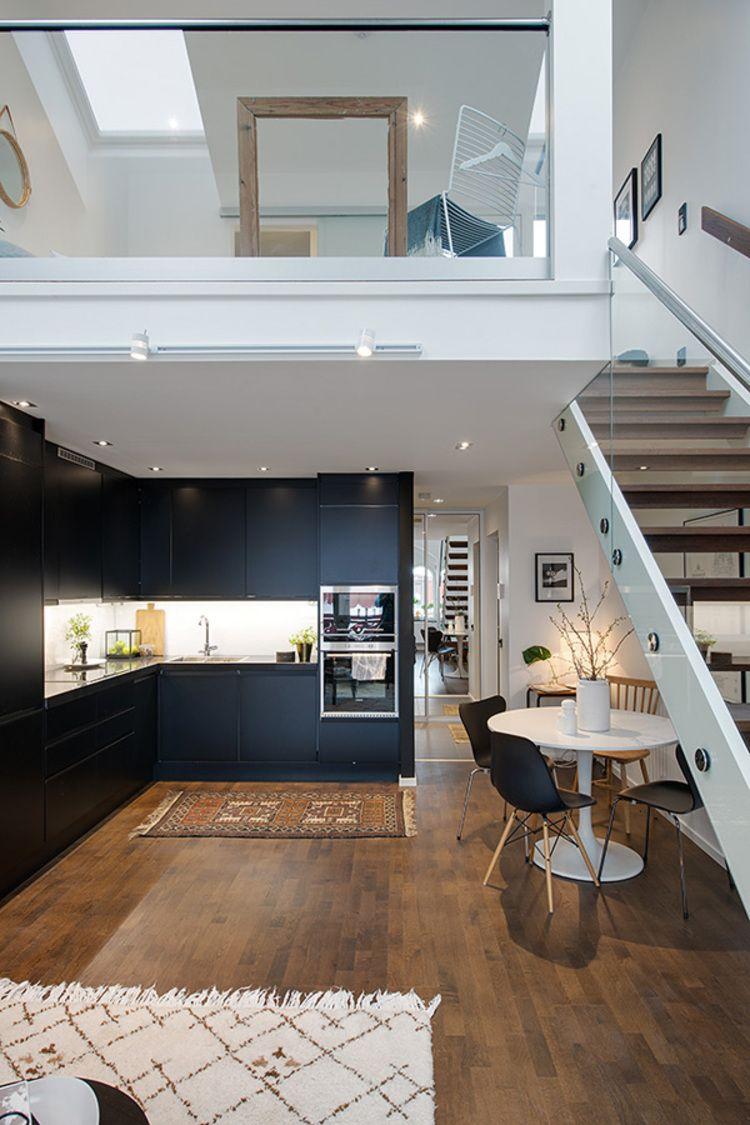 idee-deco-cuisine-moderne-elegante-noir-bois-blanc-spartiates ...