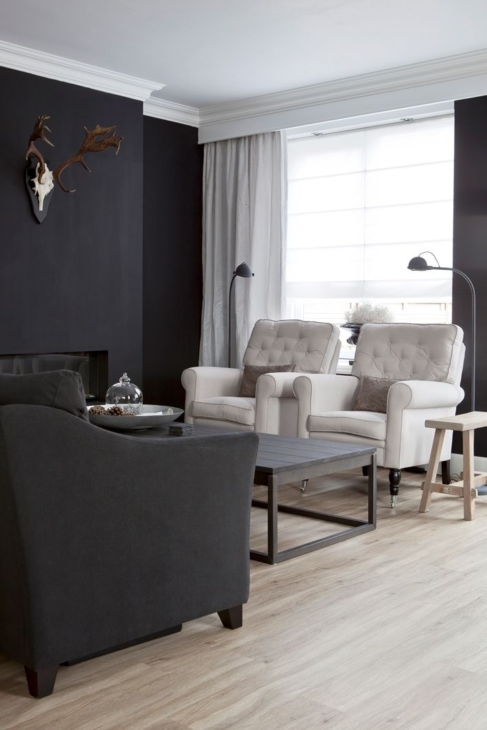 Wit saai? Integendeel. Wit is een prachtige neutrale kleur en je kunt er bovendien alle kanten mee op. Het combineert in principe met alle kleuren in je interieur.  Daarnaast zijn er talloze wittinten verkrijgbaar. Reden genoeg om te kiezen voor lichte raamdecoratie. martkleppe.nl