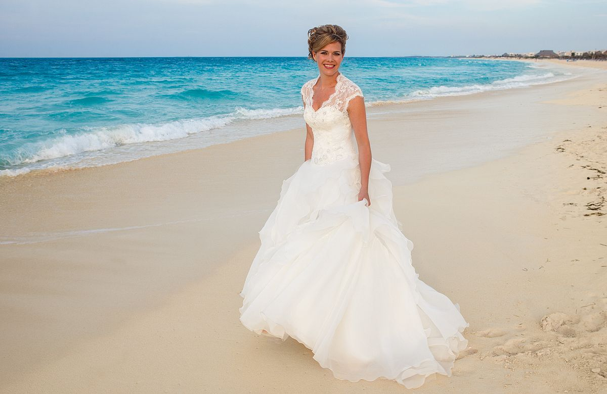 Buy Wedding Beach dresses for exotic themed bridal picture trends