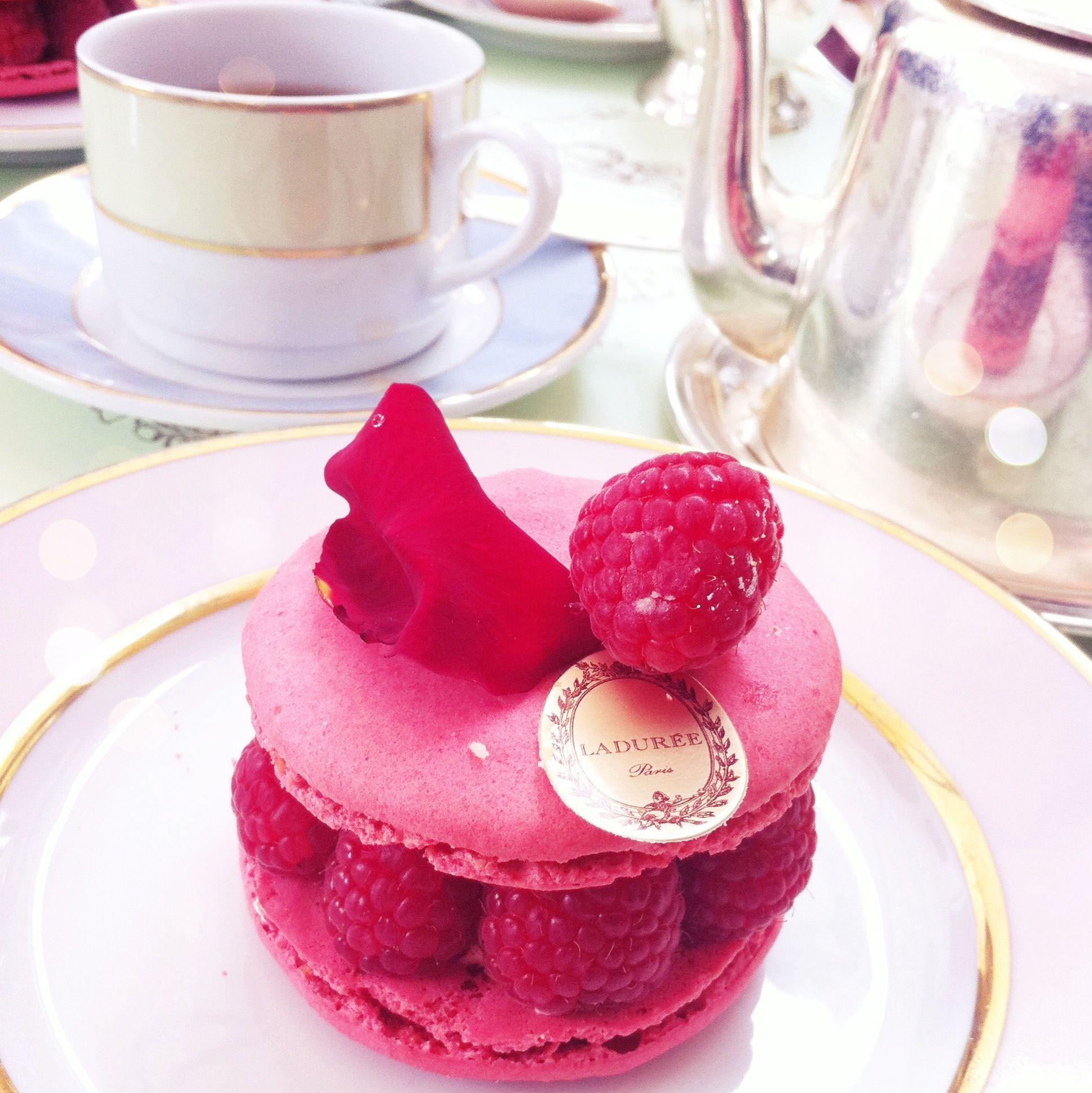 Laduree desserts! I had this cake this week at Harrods!:)