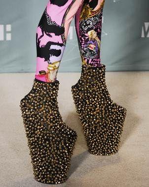 En Sus Zapatos Lady Gaga Fashion Mix Zapatos Para Caminar Zapatos Extraños Zapatos Raros