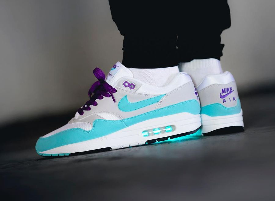 best service 245e8 9bfb9 Chaussure Nike Air Max 1 Anniversary Aqua OG 30th 2017 on feet