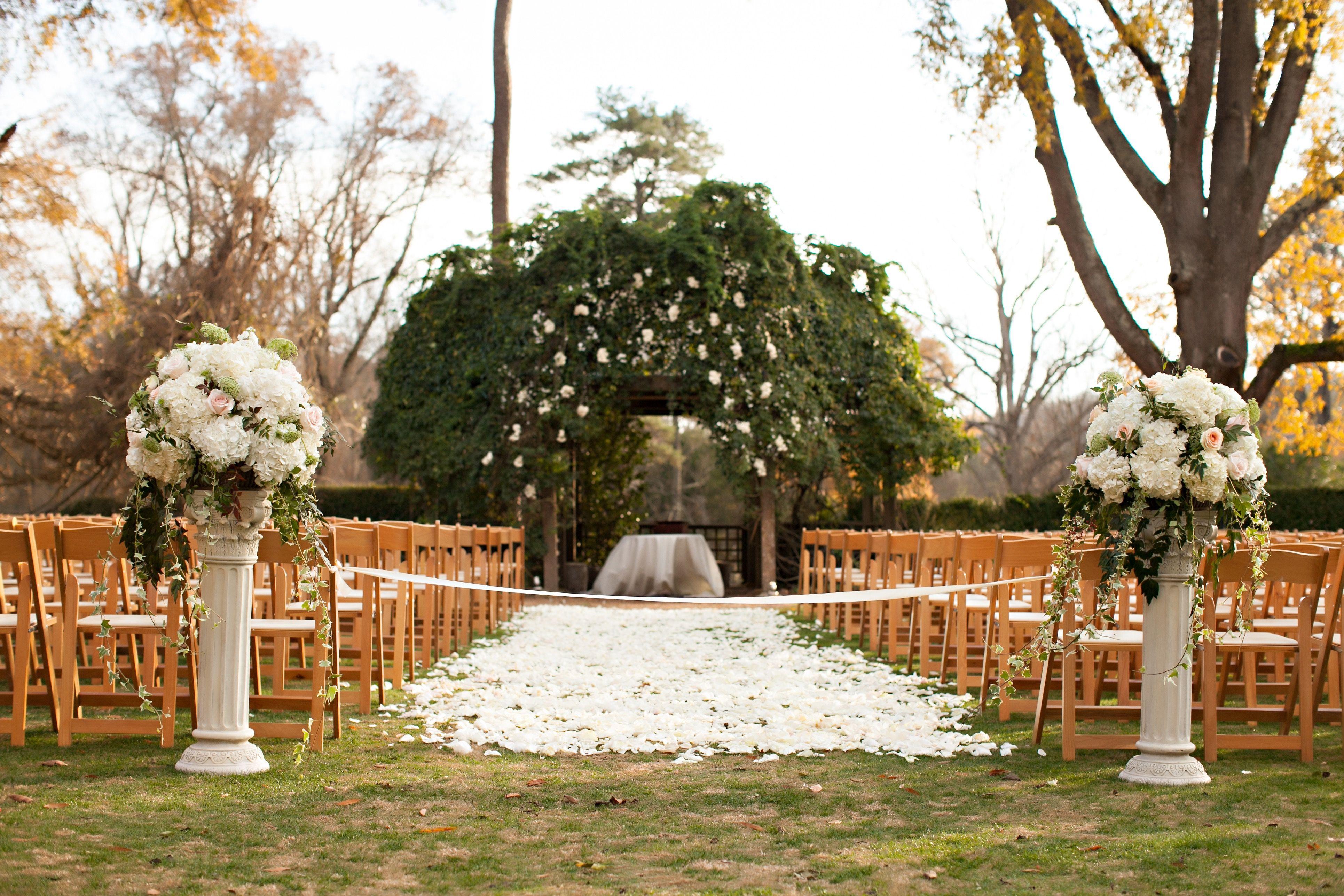Barnsley Gardens Wedding Ceremony Flowers And Decor Winter Fall
