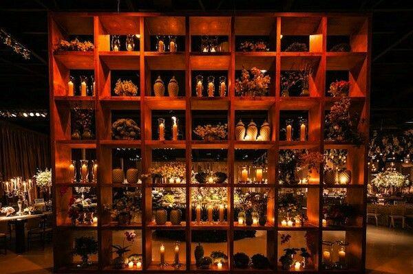Estante com velas