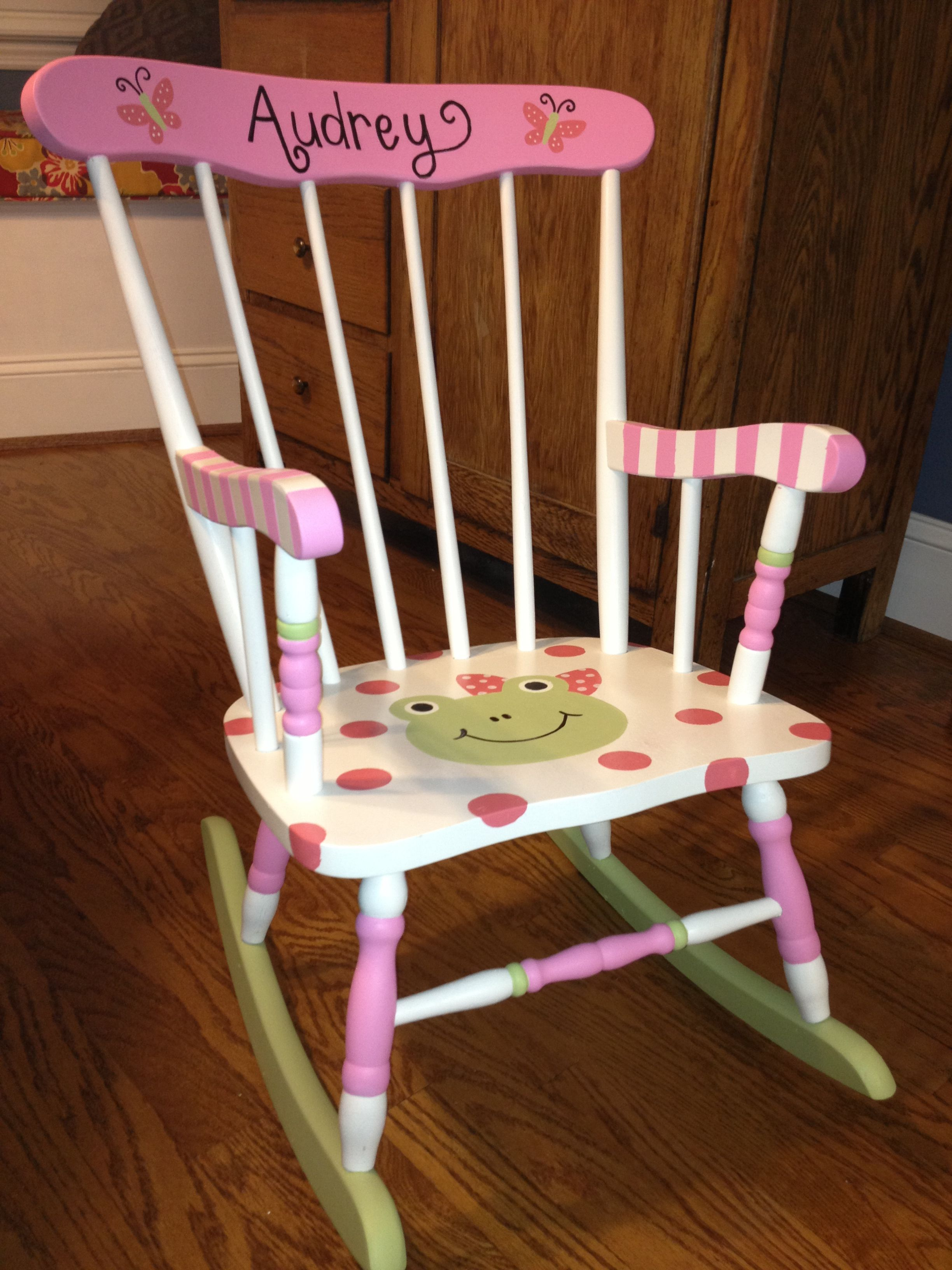 little girls chair on i painted this rocking chair for a friends little girl happy birthday audrey kids rocking chair girls chairs chalkboard projects i painted this rocking chair for a