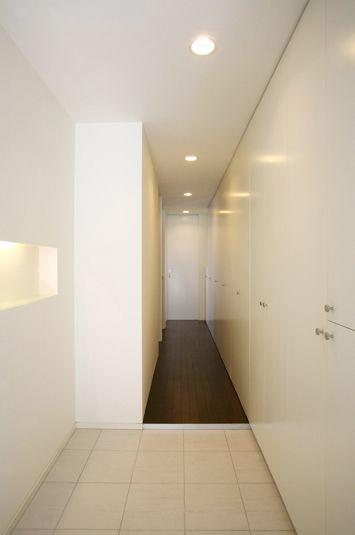 長い廊下を有効活用した超ロング収納 長い廊下 収納 家