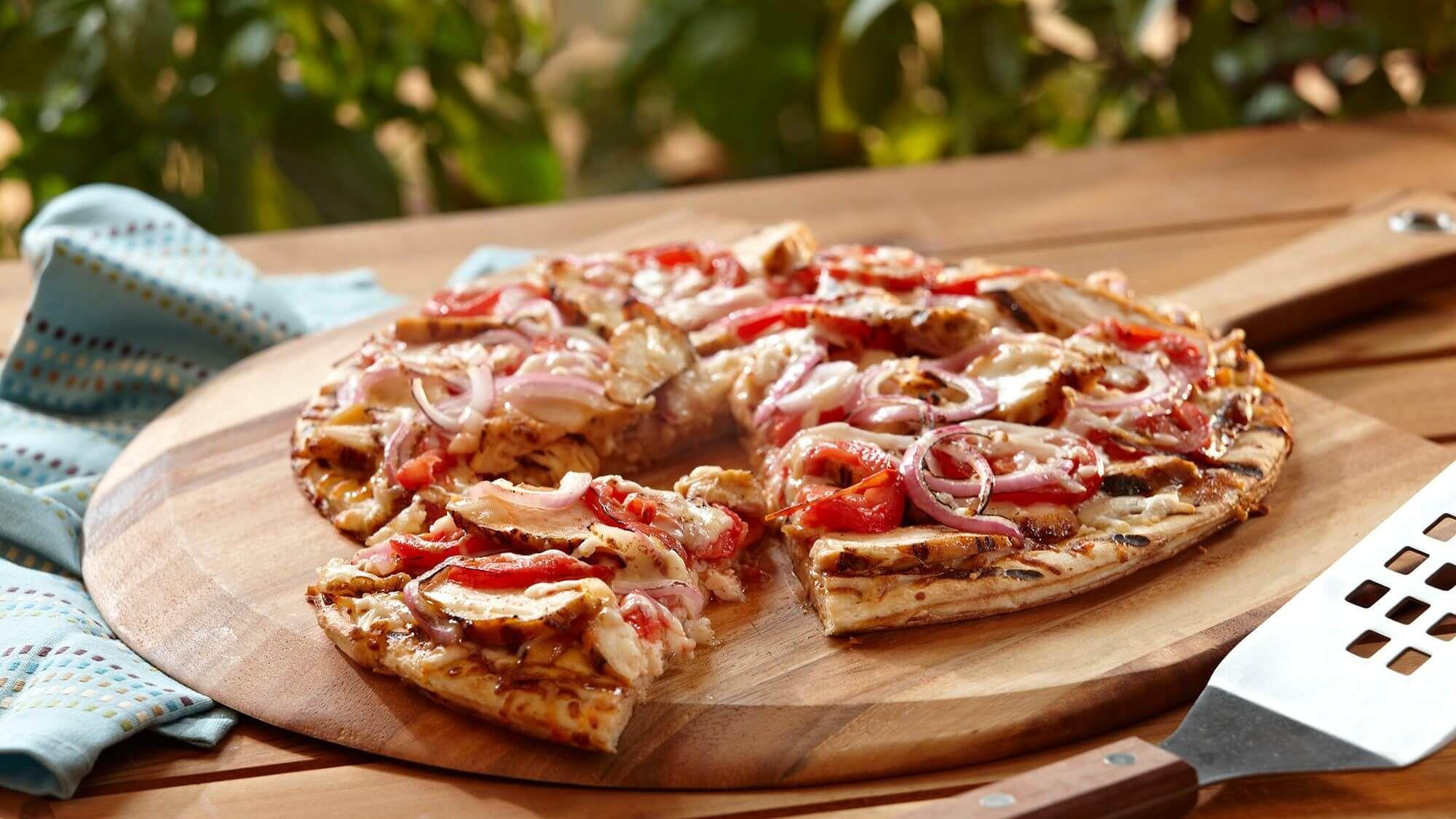 طريقة عمل عجينة البيتزا الهشة أخبارك دوت نت المحتويات تحبين عمل عجينة البيتزا بنفسك ولكنها دائما تصبح معك سميكة سنقدم لك Pizza Veggie Pizza Stuffed Peppers