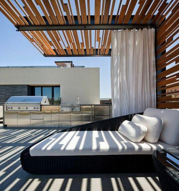 terrasse mit einer originellem berdachung mikac. Black Bedroom Furniture Sets. Home Design Ideas