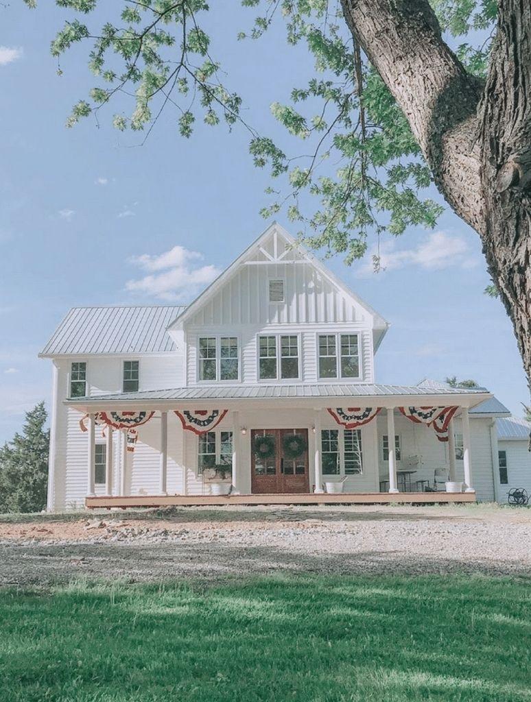 35 Modern Farmhouse Exterior Ideas In 2020 White Farmhouse Exterior Modern Farmhouse Exterior Farmhouse Style House