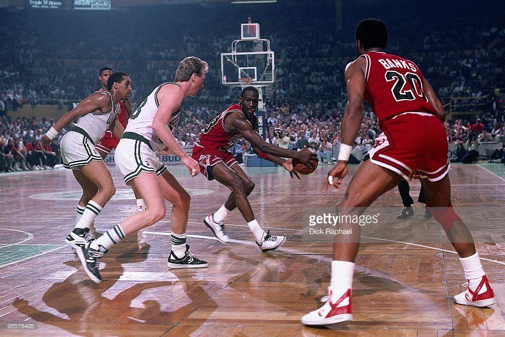 Noveno Espinoso prosperidad  Michael Jordan of the Chicago Bulls passes against the Boston ...