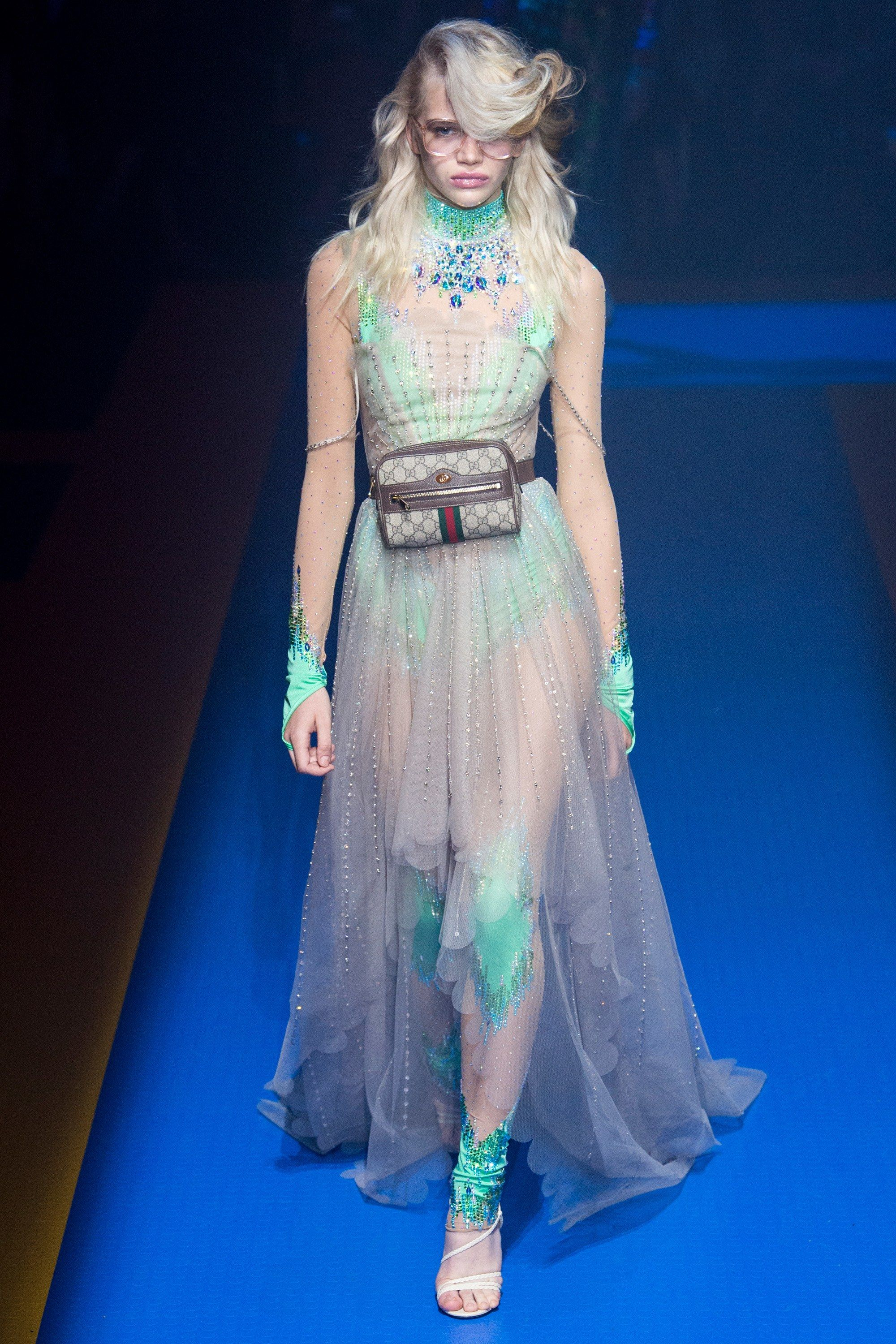 Gucci Spring 2018 Ready-to-Wear Fashion Show ในปี 2019 ...