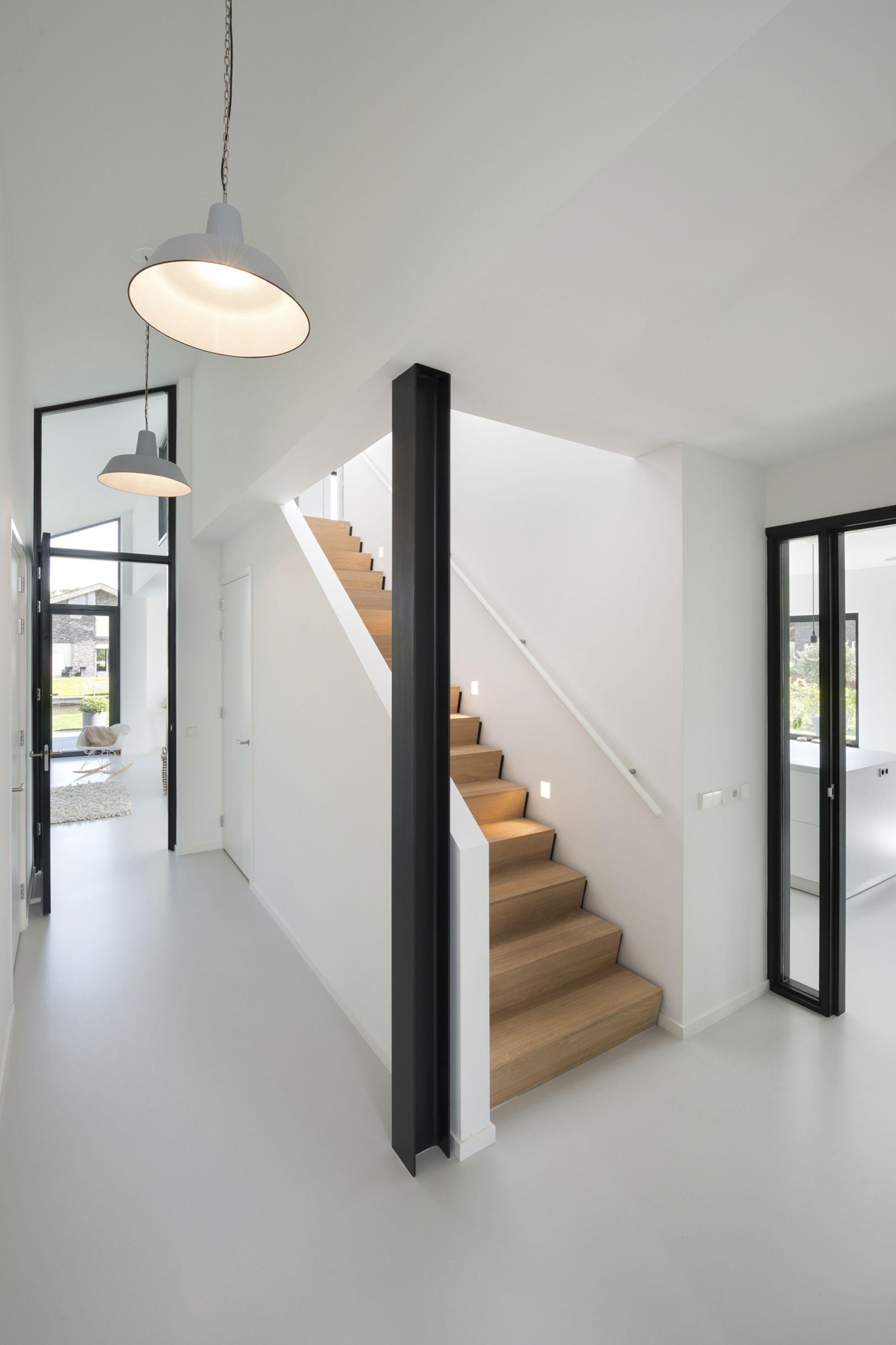 Deze woning heeft een industrieel karakter gekregen doordat de constructie van staal in het - Ontwerp betonnen trap ...