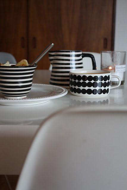 black and white #tableware : plenty kitchen and tableware - pezcame.com