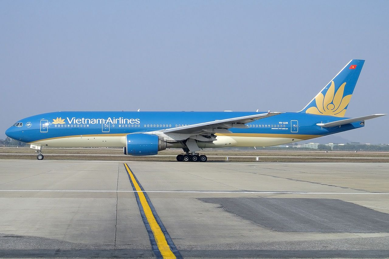 Vietnam Airlines Boeing 777 200er In New Livery At Hanoi Vietnam Airlines Wikipedia Vietnam Airlines Vietnam Airlines