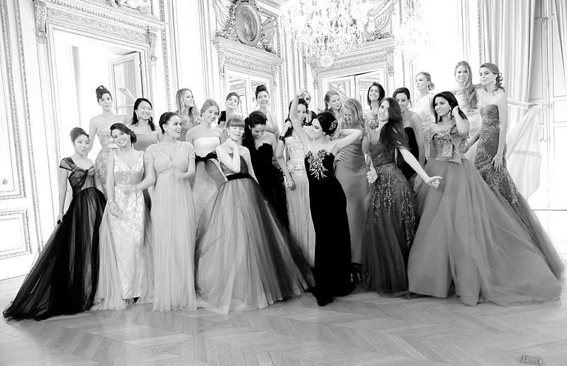 File Le Bal Des Debutantes Paris 2011 Group Picture Jpg Fashion Event Wedding Dresses Debutante