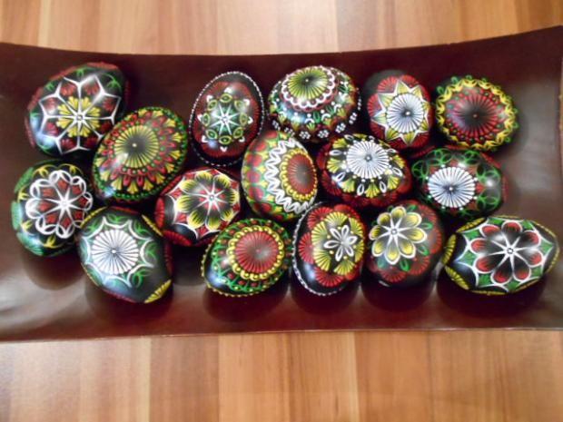 Aj čierna je niekedy dobrá :-) Autorka: VieraO. Veľkonočné dekorácie, kraslice, vajcia,vajce, veľká noc, diy, hand made, ručné práce. Artmama.sk.
