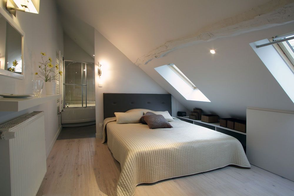 Petite Salle De Bain Combles : Converted Attic Bedroom Renovation ...
