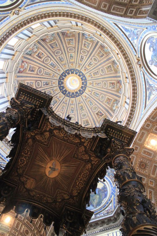 Sancti Petri. Baldacchino y Cúpula de San Pietro in Vaticano, Ciudad del Vaticano, Roma.