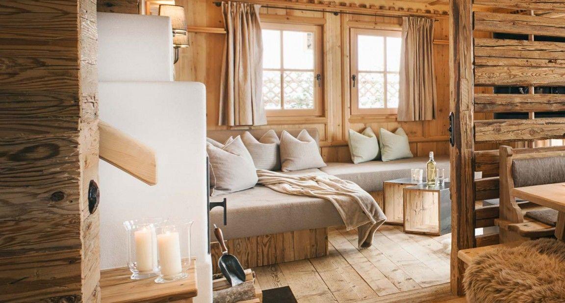 Gemütlicher Wohnbereich im Luxus Chalet Sporer Alm im